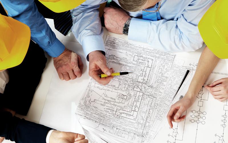 Gerentes de projetos precisam controlar o cronograma das atividades de uma obra para evitar atrasos